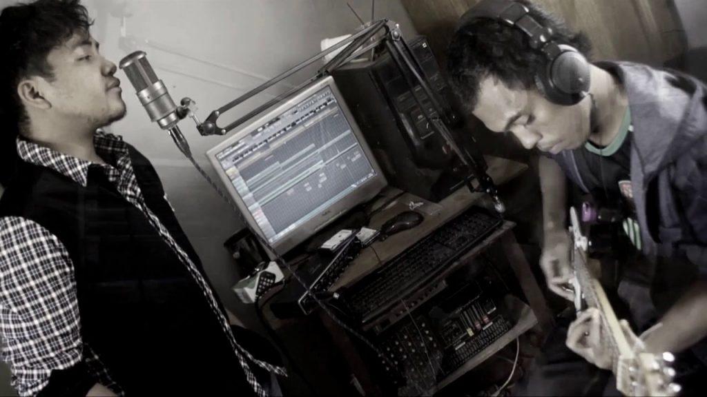 Ny Ambanilanitra, un groupe Indie pop expérimental